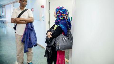 Ali Ismail Sheik Nuur fra Somalia og Payam Abdulkarim fra Irak har bakgrunn som flyktninger og er lærerutdannet i hjemlandet. Regjeringen vil gi flere flyktninger mulighet til å jobbe i Norge gjennom tilleggsutdannelse, men påmeldingen er lav.