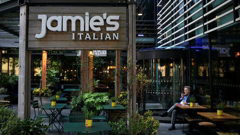 Konkurs. Jamie Olivers britiske restauranter, blant annet 23 filialer av Jamie's Italian, er nå satt under administrasjon på grunn av økonomiske problemer. Mer enn 1000 arbeidsplasser står i fare.