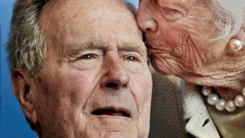USAs tidligere president George H.W. Bush er død. Han ble 94 år gammel. Her er han sammen med sin kone og tidligere førstedame Barbara Bush i 2012.