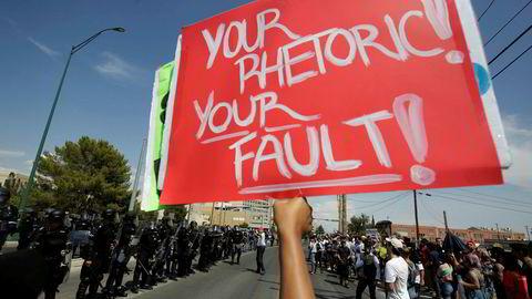 Det var oppbud av både demonstranter og politi da Donald Trump ankom El Paso onsdag.