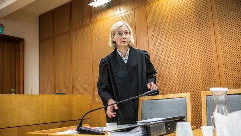 Kine Elisabeth Steinsvik er innstilt som ny dommer i Høyesterett. Her i Oslo tingrett for noen år siden, som regjeringsadvokat i den såkalte Neda-saken.