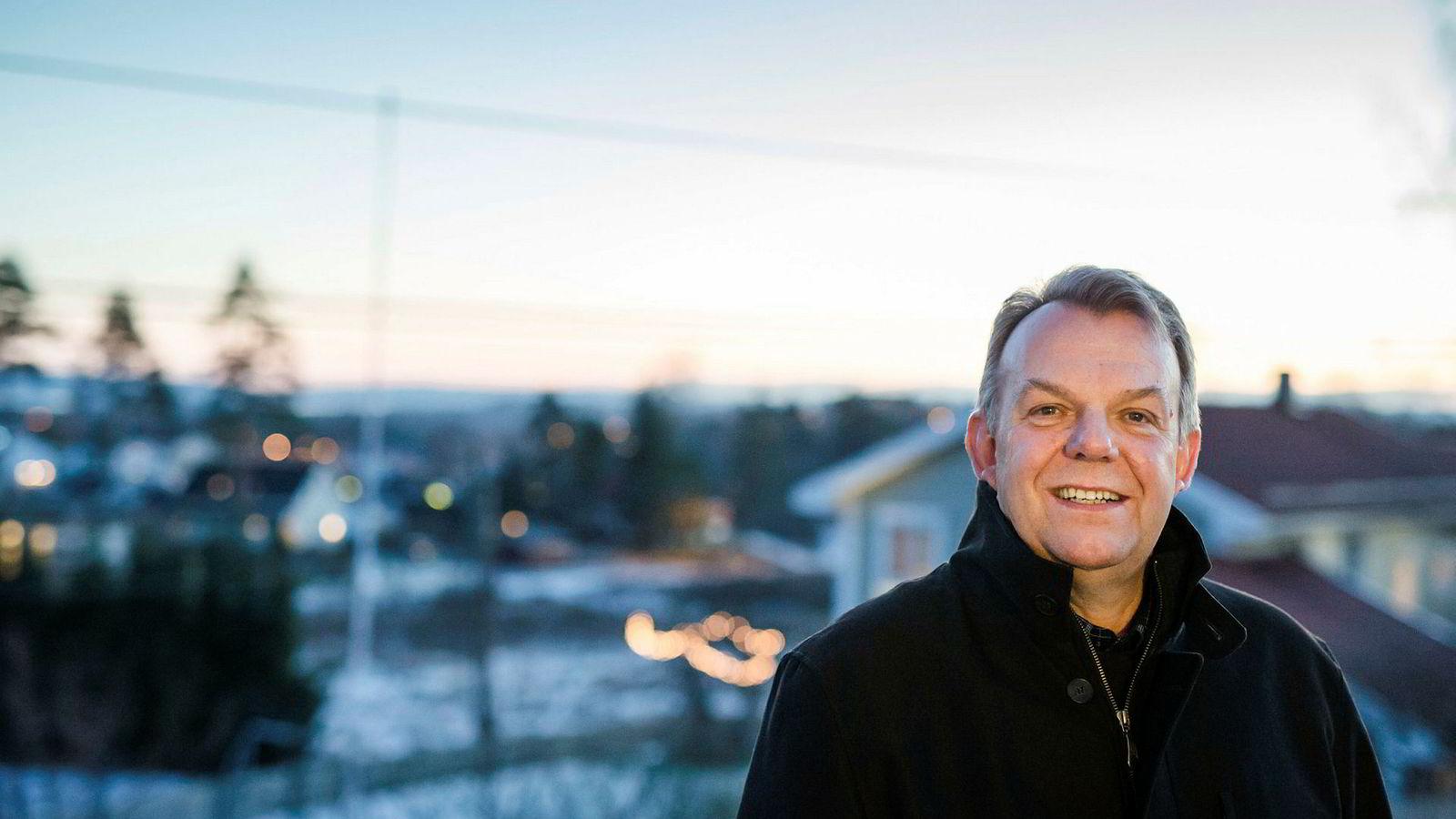 Torstein Dale Sjøtveit har 27 års fartstid som konserndirektør i Norsk Hydro bak seg. Nå er han styreleder i Freyr, som planlegger en batterifabrikk like stor som Teslas fabrikk i California – og som skal gi arbeid til flere tusen mennesker i distriktskommunen Rana.