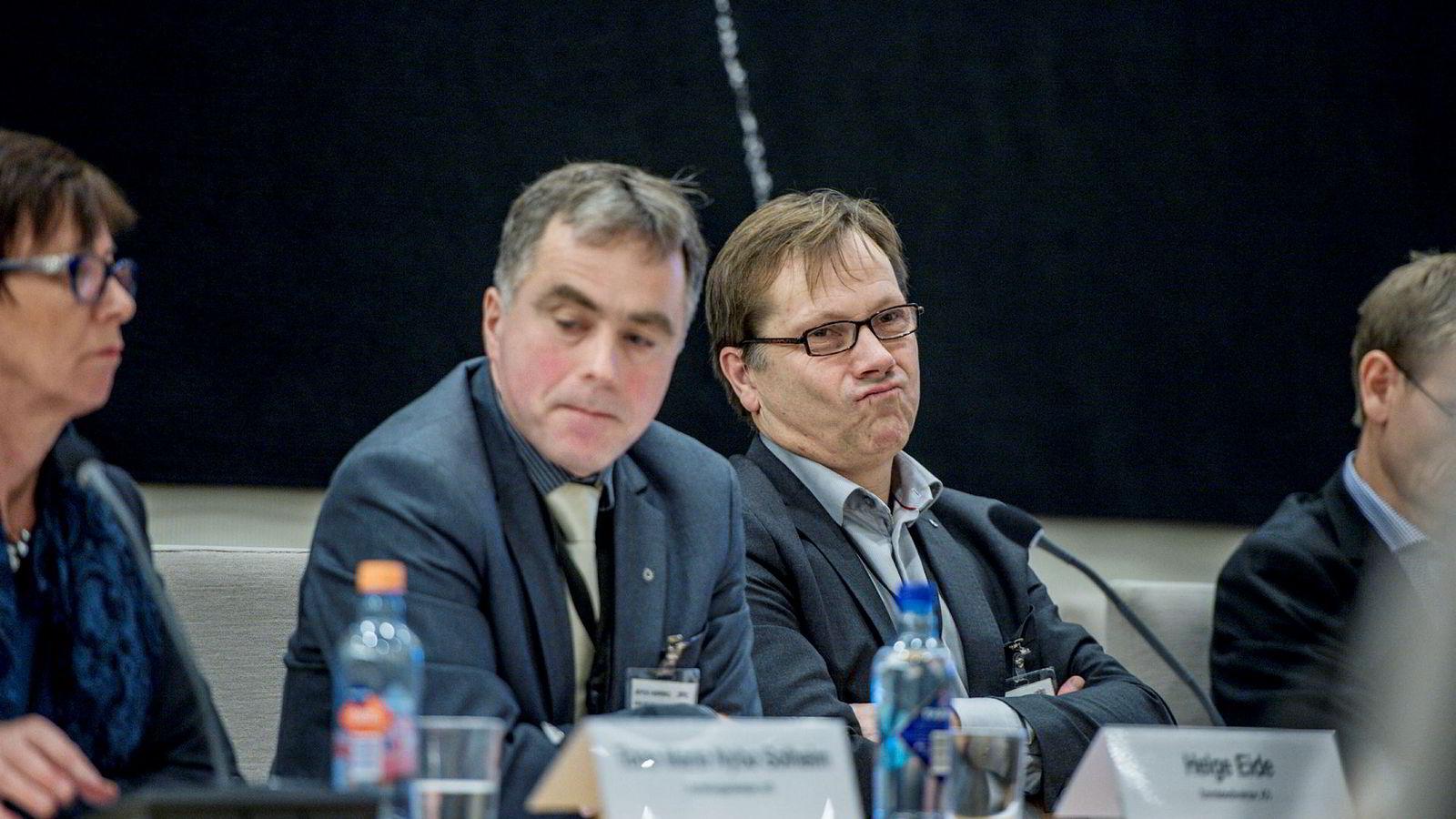 Helge Eide (nummer to fra venstre), områdedirektør KS, er ikke fornøyd med gjennomføringen av regionreformen.