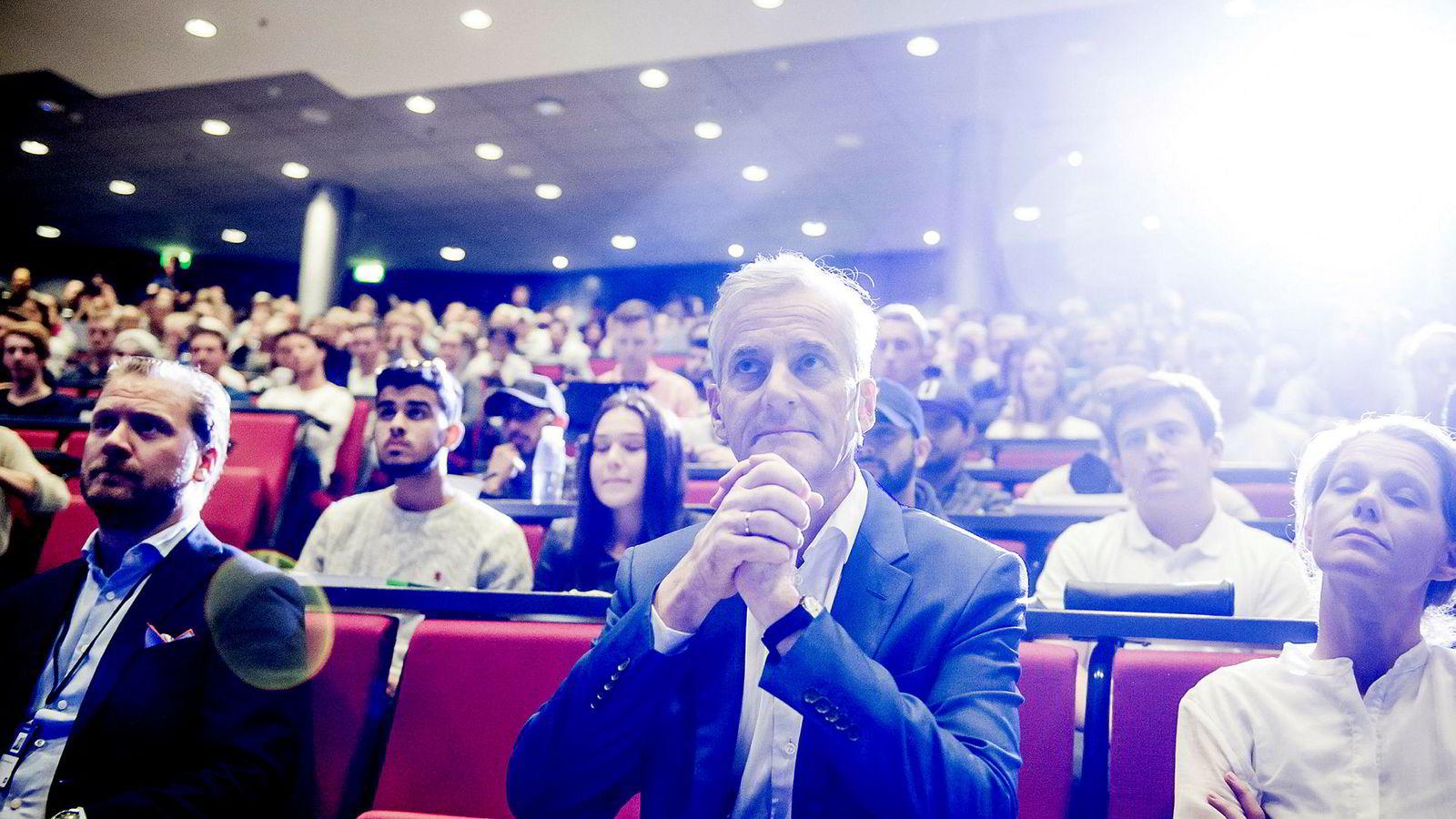 Jonas Gahr Støre holder BI-forelesning om norsk økonomi.