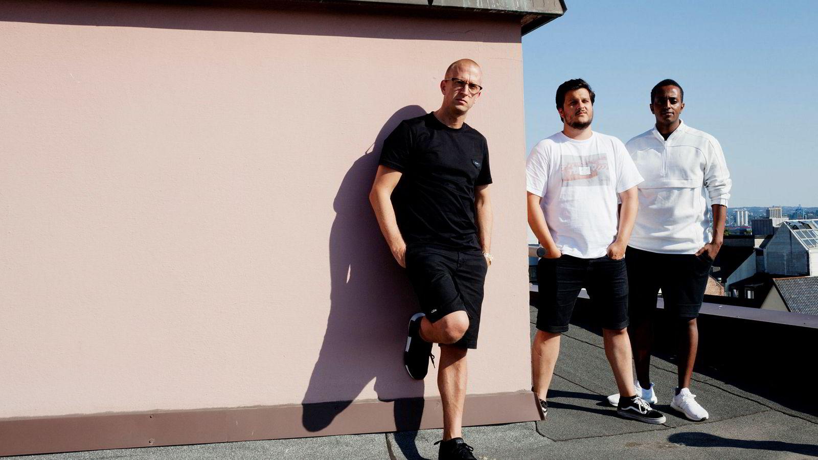 Dette bildet er tatt sommeren 2018 og viser, fra venstre, de tre eierne i Mer Group as, Gunnar Greve, Gilbert Lunde og Yonas Aregai. Nå har Greve saksøkt Lunde – og krever innløsning av ekspartnerens aksjer.