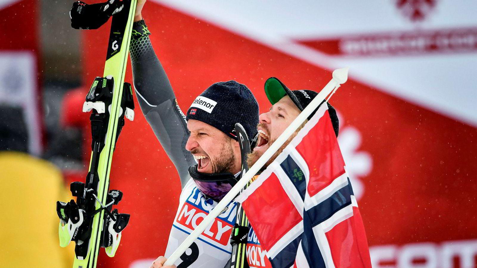 Alpinstjernen Aksel Lund Svindal avsluttet proffkarrieren med en annenplass i verdensmesterskapet i Åre i februar. Foran ham på pallen var tronarvingen Kjetil Jansrud (til høyre).