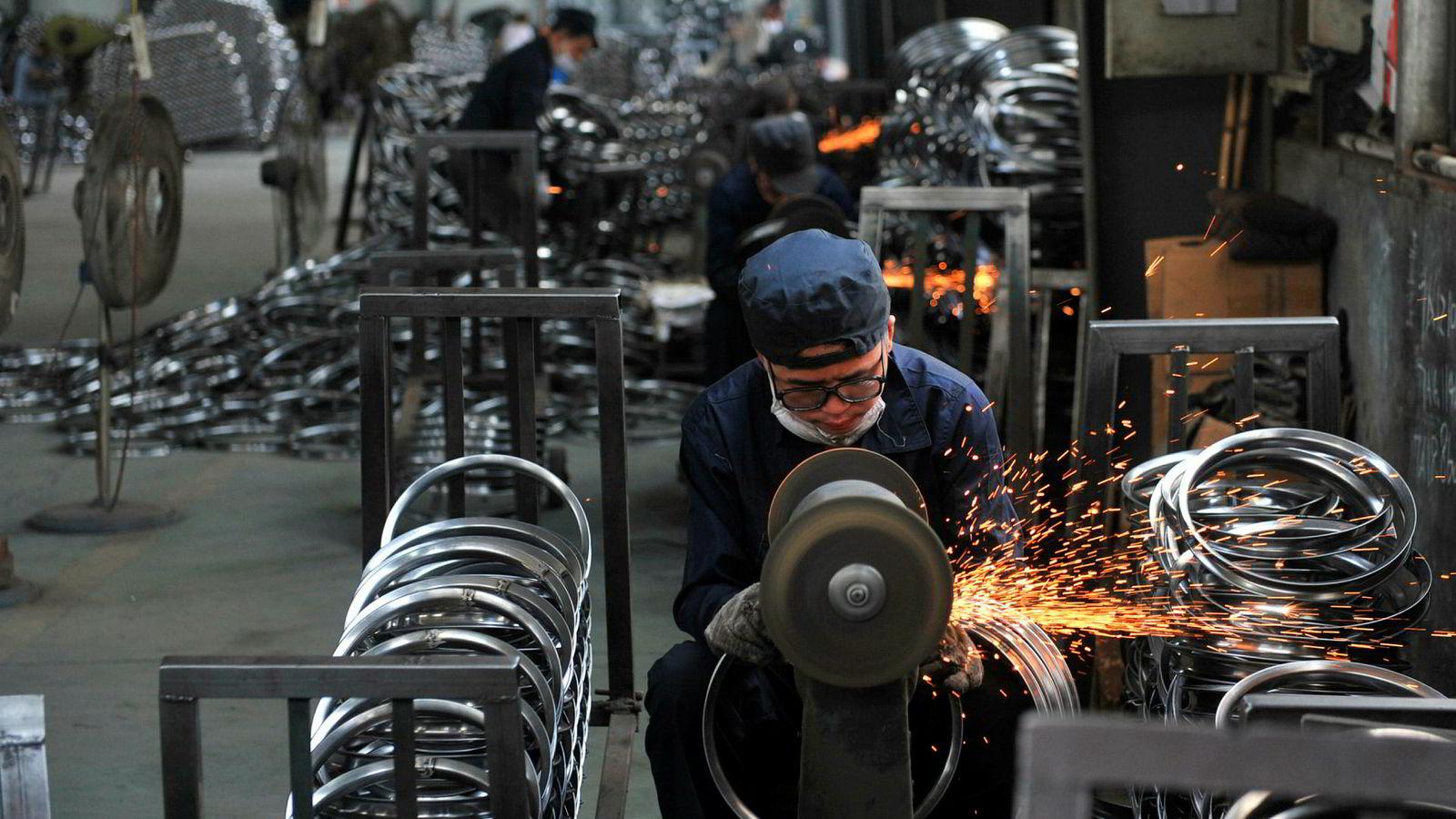 At Trump utsetter stål- og biltoll overfor viktige allierte, hjelper på det globale bildet. Men om noe understreker det dybden i motsetningsforholdet til Kina, skriver artikkelforfatter.