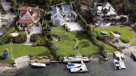 Magnus Reitans villa til høyre på bildet ble kjøpt for 28 millioner i 2003 og selges for 40 millioner kroner nå.