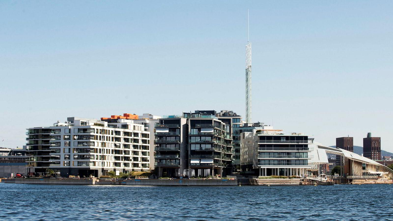 Alexander Sunde har en leilighet i det samme bygget som huser faren Olav Nils Sundes leilighet på 1200 kvadratmeter (bygget ytterst til høyre i bildet). Nå har Alexander Sunde kjøpt nok en leilighet til 54 millioner kroner i bygget ved siden av (andre bygg fra høyre side).