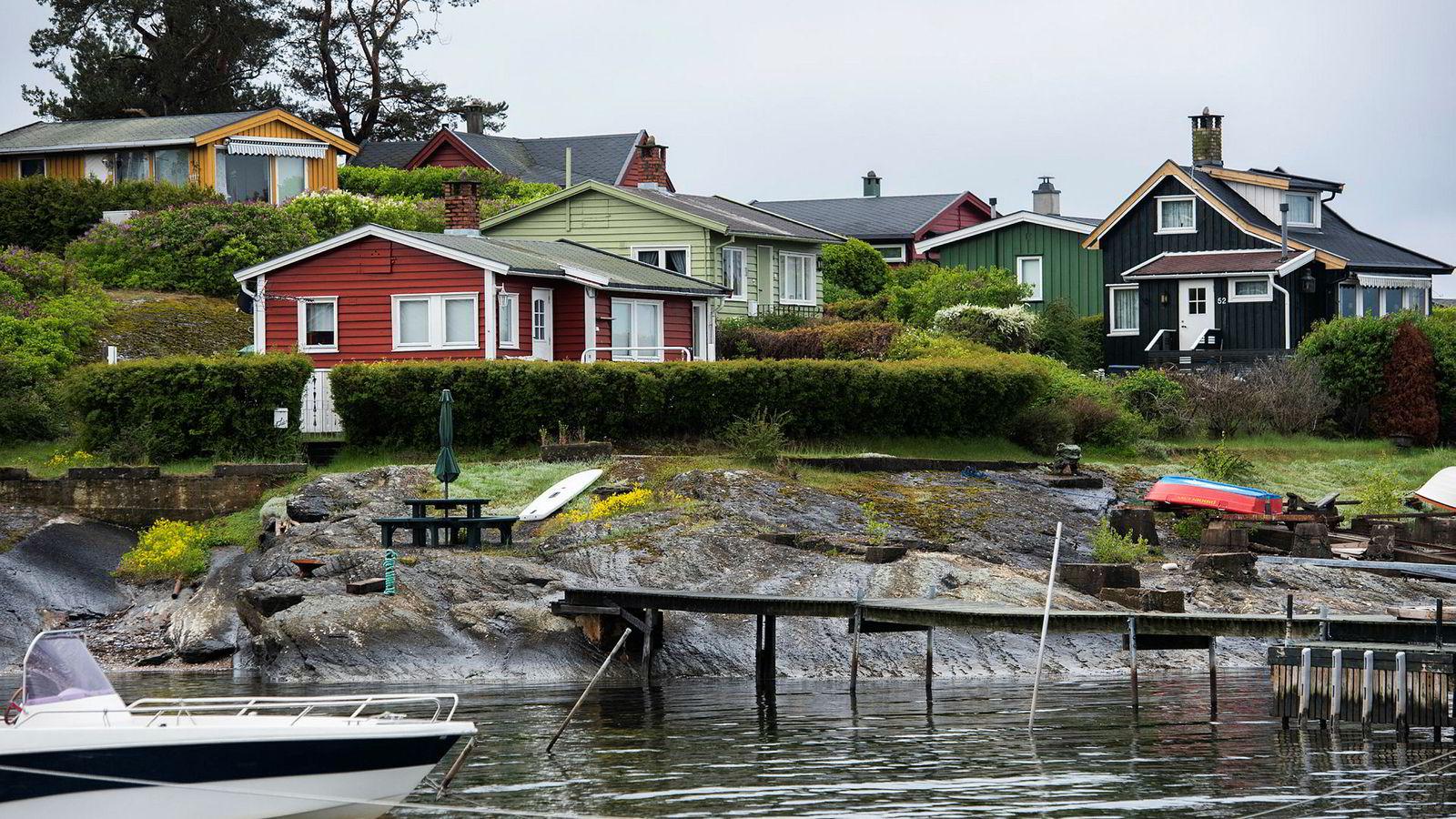 Å vri formuesskatten vekk fra arbeidende kapital og over mot annen formue, vil gi flere jobb, skriver innleggsforfatteren. Her ser vi hytter på Lindøya i Oslofjorden.