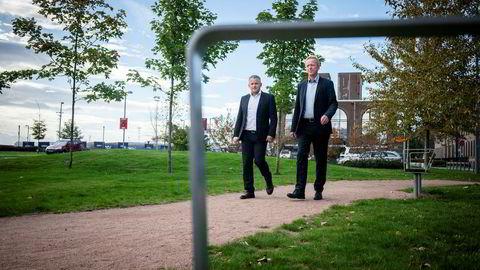 Lederen for Statens innkjøpssenter, Kjetil Østgård (til venstre), og prosjektleder Morten Østerholt i Difi ønsker ikke å ekskludere kinesiske telefoner fra offentlig sektor i Norge.