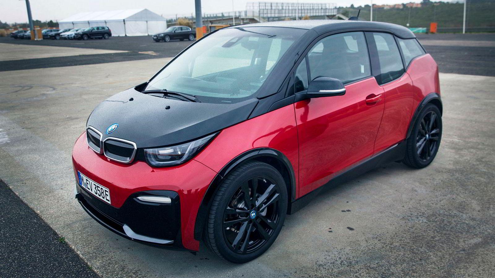 BMW i3S har fått et noe tøffere ytre enn standardmodellen i3.