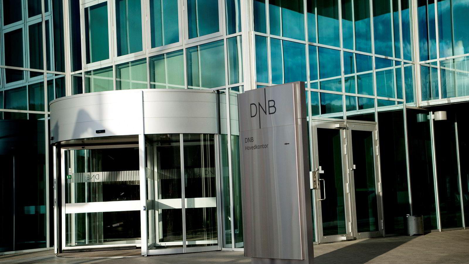 Lettelsene for store banker, såkalte IRB-banker, som for eksempel DNB, følger av pålegg fra EU. Byrdene som pålegges de mindre bankene, er imidlertid ikke pålagt fra EU, skriver artikkelforfatteren.