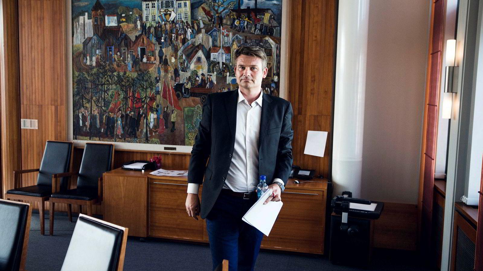 – Helt uaktuelt, sier LOs sjeføkonom Roger Bjørnstad om å enes om kutt i sykelønn.