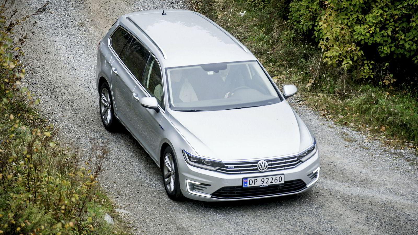 Volkswagen troner på salgstoppen for nye biler i Norge så langt i år med en markedsandel på 14,4 prosent. Bildet er av hybridmodellen Volkswagen Passat GTE.