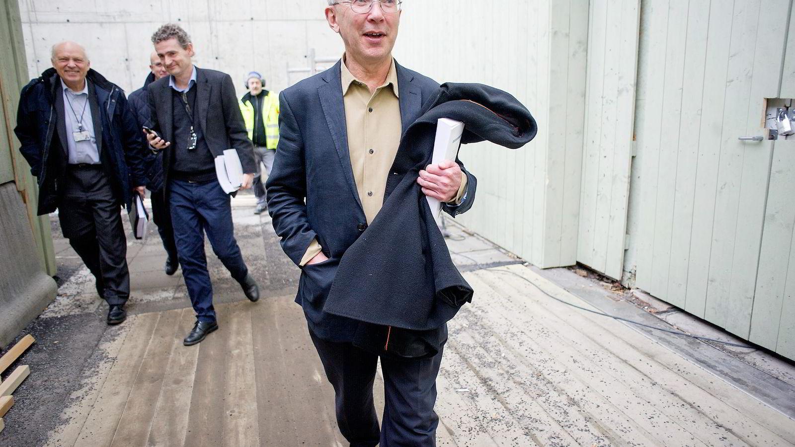 Produktivitetskommisjonen føyer seg inn i rekken av stadig flere forskertunge utvalg som leverer NOU-er spekket med faglige referanser og analyser, skriver artikkelforfatter. Her er kommisjonens leder Jørn Rattsø.