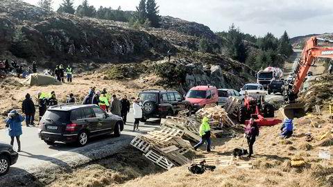 Arbeidet med vinmøllene på Frøya stanses midlertidig. Her fra protestene tidligere i år.
