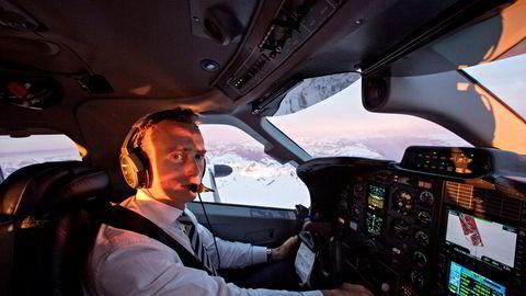 Flyentusiasten Morten E. Astrup pendler med seg selv som pilot mellom City i London der han jobber, og Verbier i Sveits der han bor. Her over de franske og sveitsiske alper i Mont Blanc- og Chamonix-området.