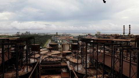 Hydros Alunorte-anlegg i Barcarena i den brasilianske delstaten Pará er verdens største raffineri av bauksitt til alumina. Produksjonen er fortsatt halvert etter flommen som rammet området i februar.