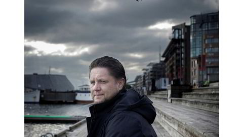 Skolelei. – Jeg er ikke så veldig glad i papirer, sier Kristian Lundkvist, som knapt hadde tid til å fullføre videregående før han begynte gründervirksomheten