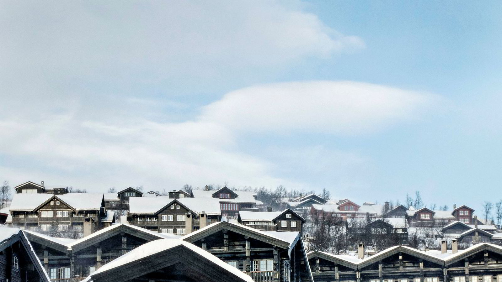 I utgangspunktet er Beitostølen et vakkert fjellområde med potensial til å bli et moderne Røros. Istedet er det blitt et sted der det eneste fellesområdet er parkeringsplassen, mener artikkelforfatteren.
