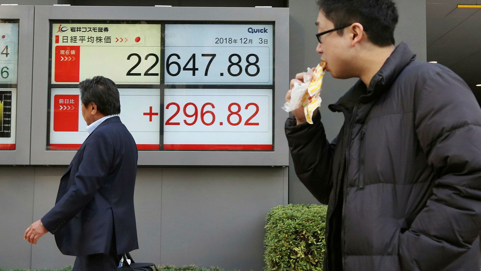 Da de asiatiske børsene åpnet startet feiringen om en foreløpig våpenhvile mellom verdens to ledende økonomiske supermakter. Det er ventet en bred børsoppgang i Europa og USA.