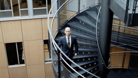 Sjeføkonom Øystein Børsum i Swedbank tror flere amerikanske selskaper vil følge etter Apple og rapportere om svakere etterspørsel fra Kina.