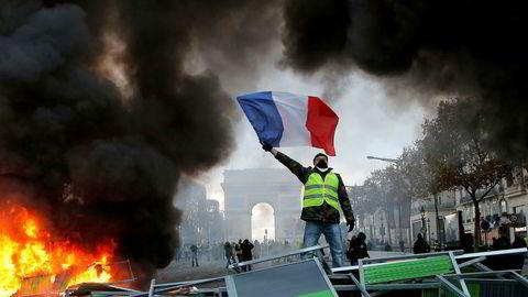 Mange av protestantene i Frankrike kom fra utkanter der folk føler seg avhengig av privatbilen.