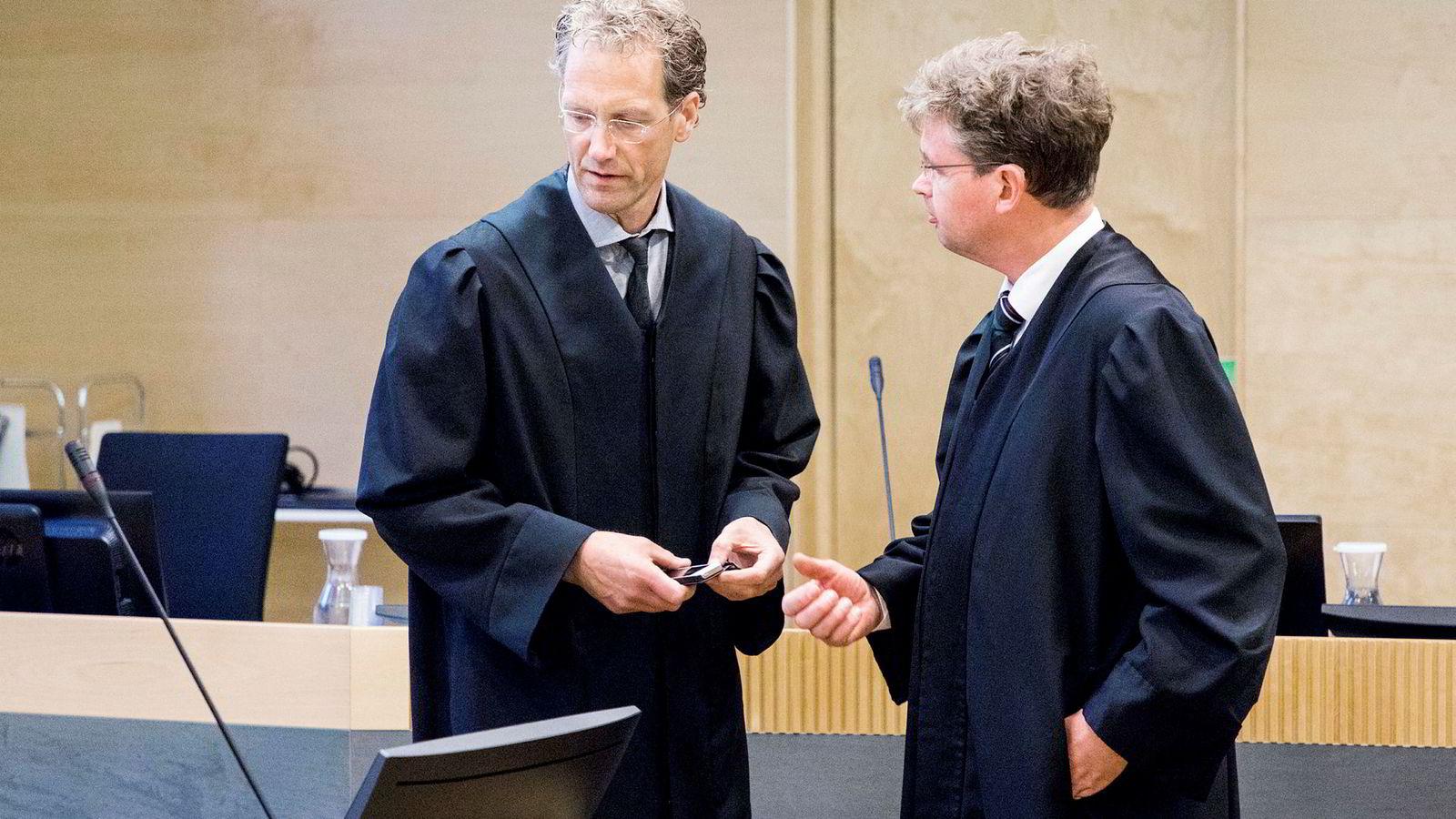 Knut Christian Braae-Johannessen (til venstre) er aktor og Trygve Staff er forsvarer i saken mot Arne Vigeland i Borgarting lagmannsrett. Fredag holdt de avsluttende prosedyrer.