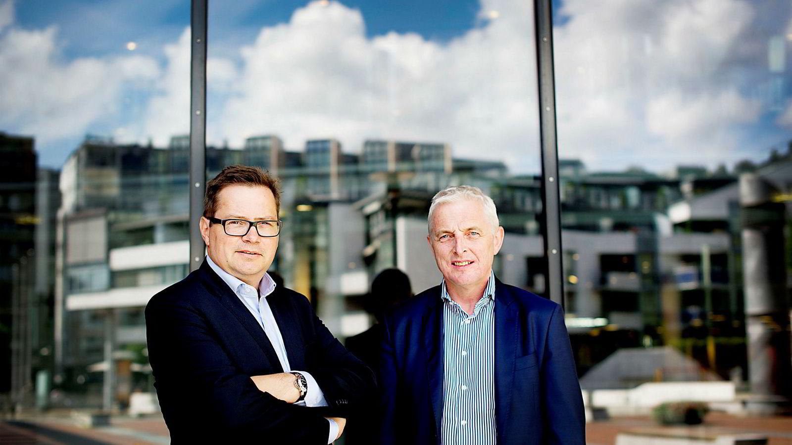 NBT signerte torsdag en avtale om å bygge vindmøller for 3,6 milliarder kroner i Ukraina. Her er NBT-sjef Joar Viken (til høyre) sammen med Corporate Finance-sjef Thorstein Jenssen som leder Ukraina-satsingen.