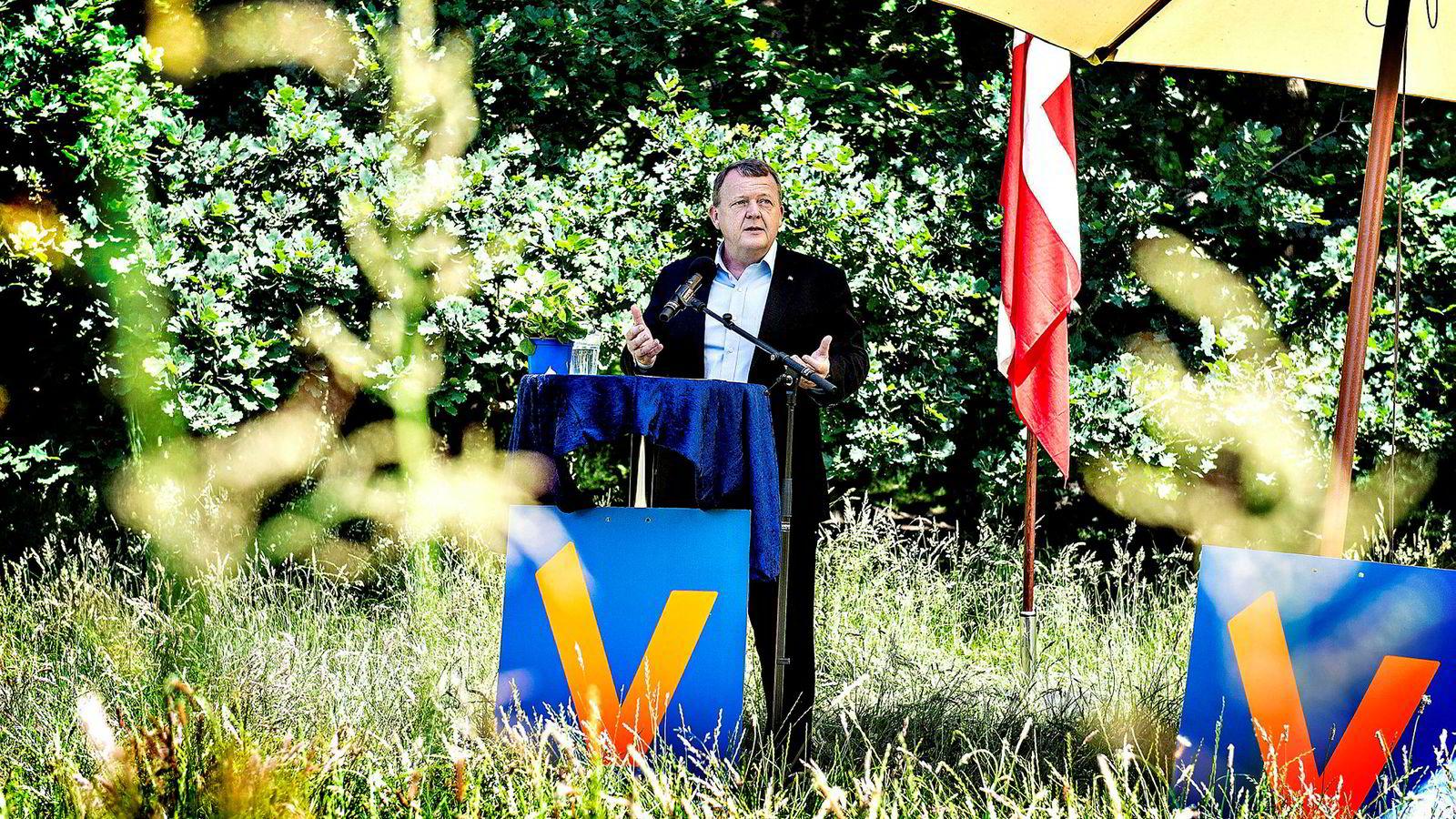 Danmarks statsminister Lars Løkke Rasmussen brukte nasjonaldagen tirsdag til å true migranter med opphold på et «ikke spesielt attraktivt sted». Foto: Henning Bagger/NTB Scanpix