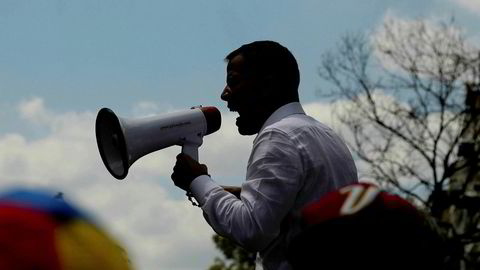 Opposisjonsleder Juan Guaidó ønsker å erklære unntakstilstand i landet, og ber samtidig folk demonstrere i gatene mandag.