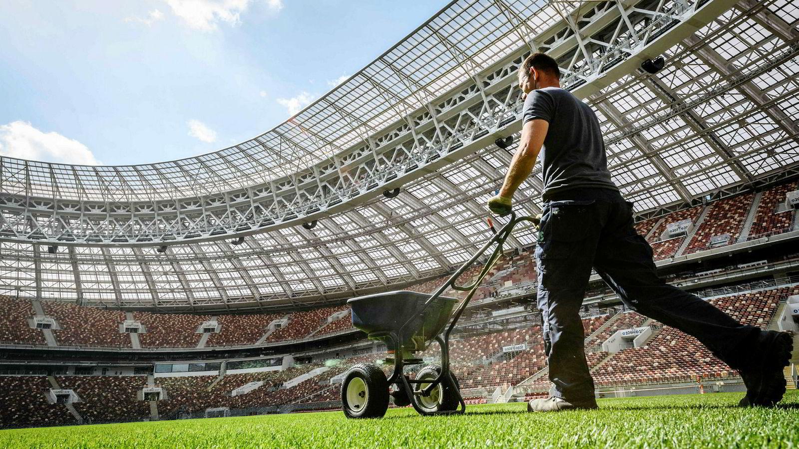 Luzjniki stadion i Moskva rommer 80.000 tilskuere. Både åpningskampen og finalen i Fotball-VM skal spilles her mellom 14. juni og 15. juli.