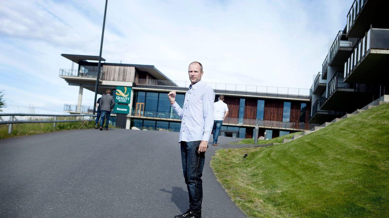 Direktør Jørre Kjemperud ved Kragerø Resort, mener momsøkning på overnatting særlig vil ramme de reiselivsbedriftene som sliter fra før. Foto: