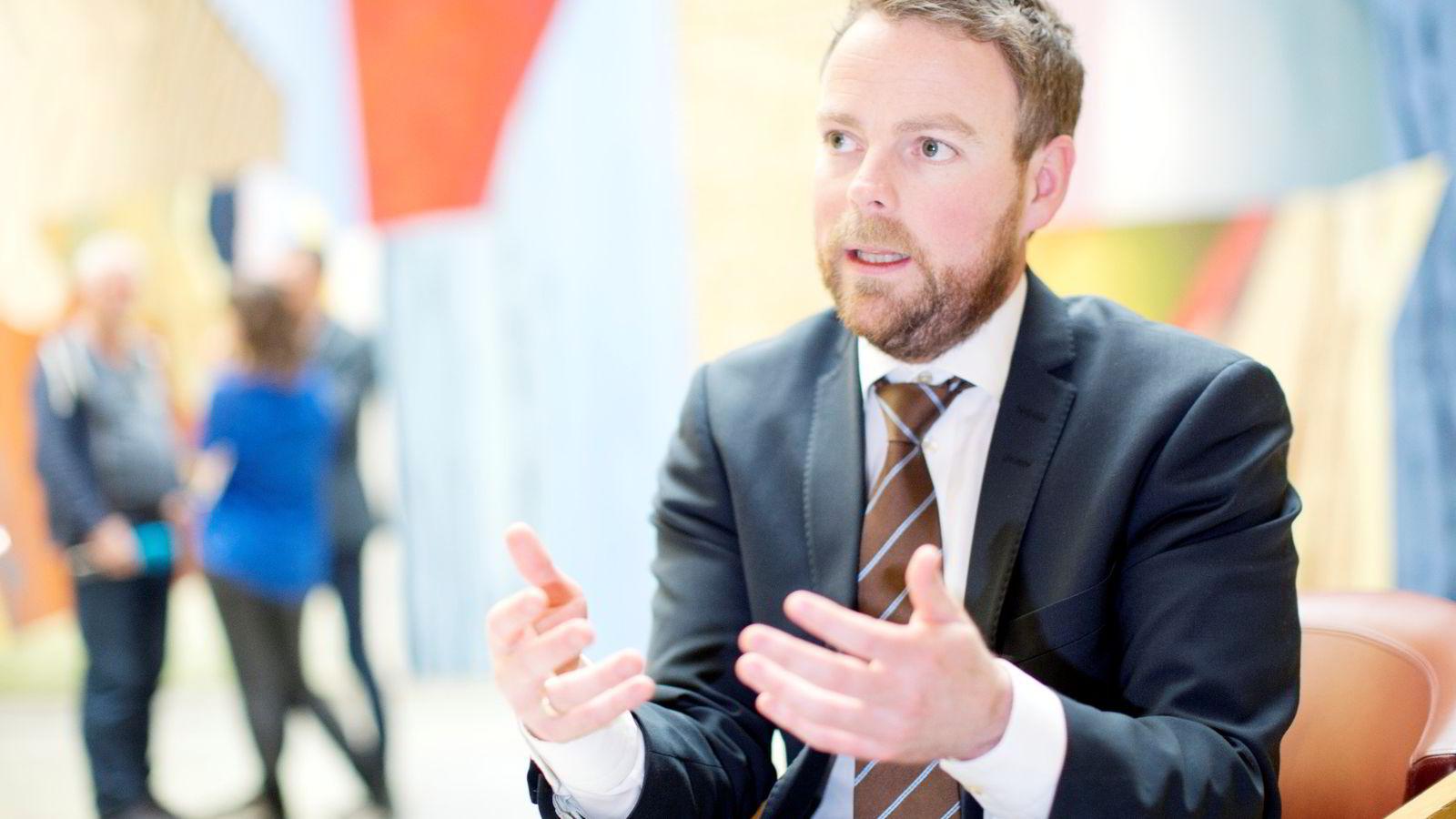 YRKESFAG: Kunnskapsminister Torbjørn Røe Isaksen (H) vil at flere studenter velger yrkesfag.
