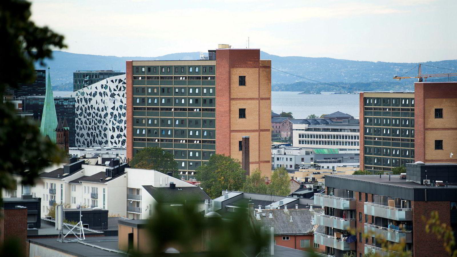Eiendomsutvikleren Veidekke regner med at boligprisene i Oslo vil falle med 10 prosent fra april til utgangen av året.