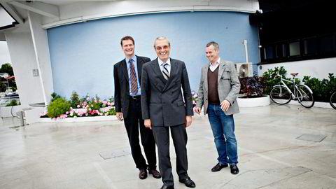 EAM Solar – her representert ved tidligere sjef Audun Wickstrand Iversen (fra venstre), Leiv Askvig som representant for storaksjonær Sundt og dagens sjef Viktor E. Jakobsen – mener seg utsatt for svindel og dokumentfalsk i Italia. Bildet er fra 2010. Foto: Anita Arntzen