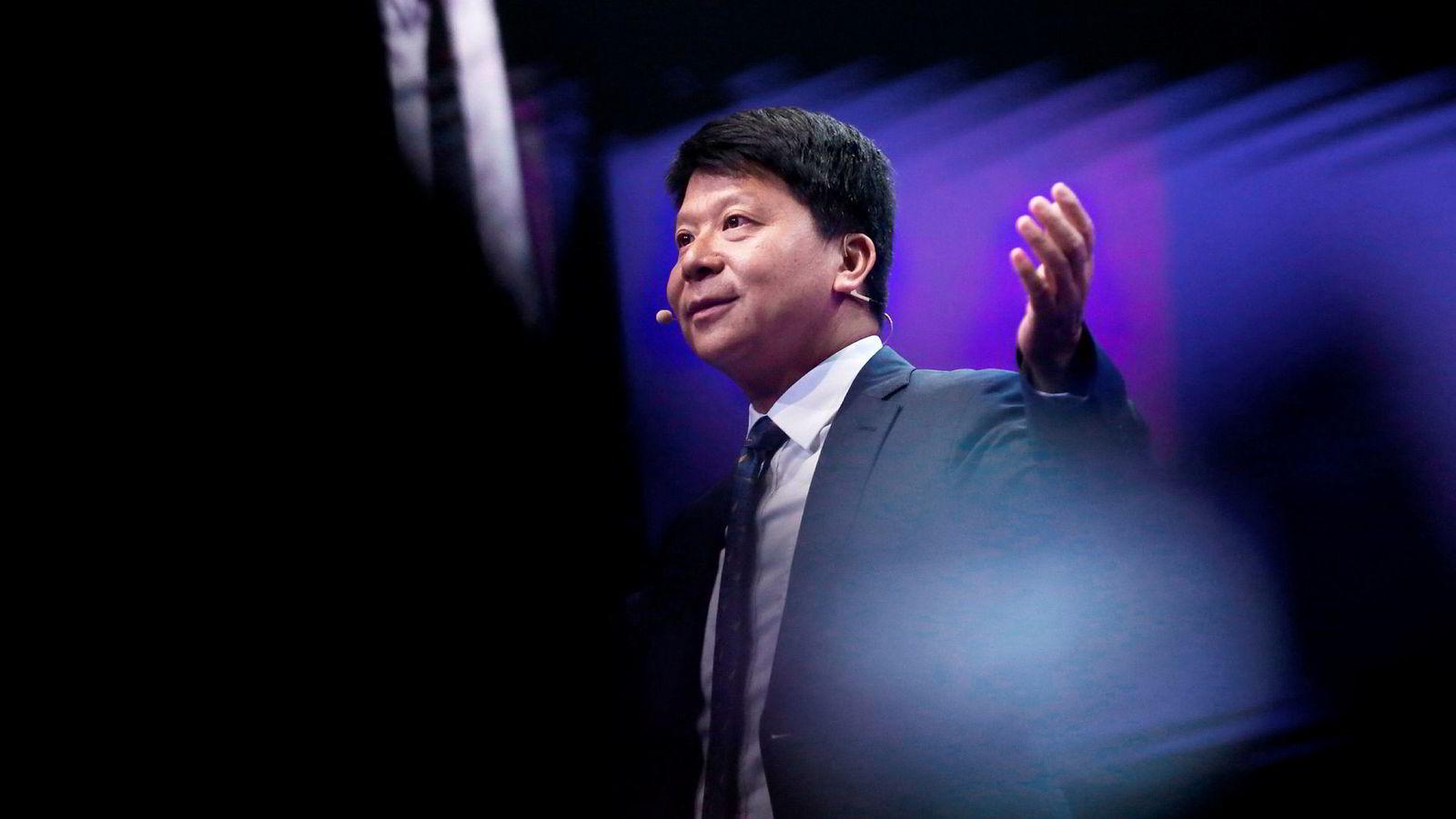 Mobilgiganten Huaweis styreleder Guo Ping går til frontalangrep på USA.