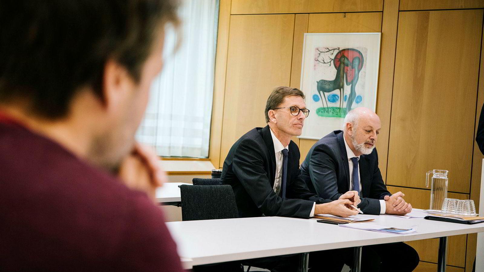 Norges Bank la frem sin årlige rapport om finansiell stabilitet i den norske økonomien. På bildet, fra venstre: Finansiell direktør i Norges Bank, Torbjørn Hægeland og visesentralbanksjef Jon Nicolaisen.