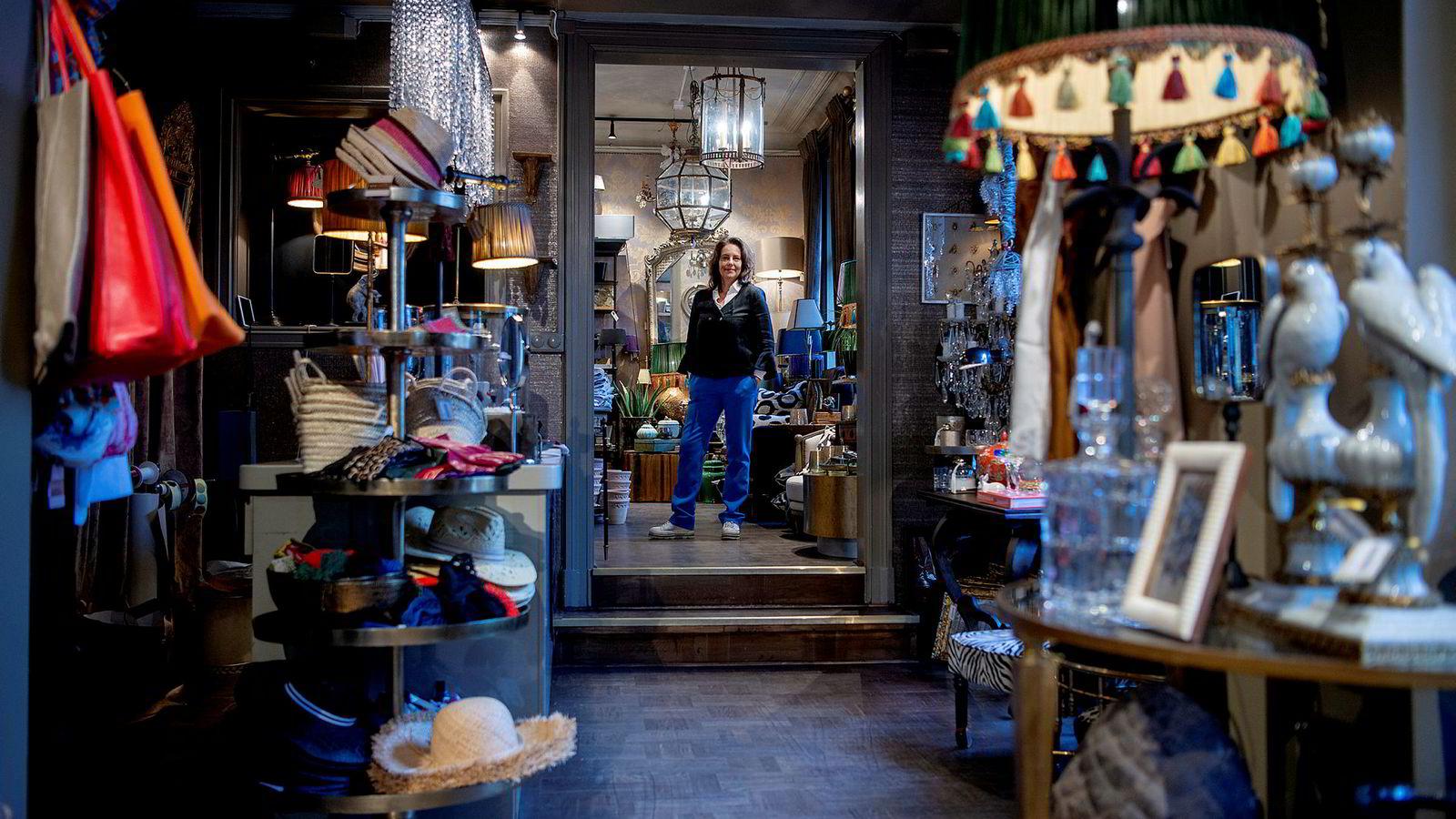 Cecilie Vanem, medeier av klesselskapet Briskeby Gods som nå har tre butikker i Oslo-området, legger ned nettbutikken fordi hun mener kundene som er på jakt etter klær i de høyere prisklassene har sluttet å handle på nett.