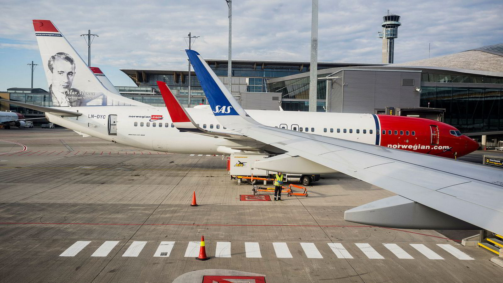 Flyselskapene klager på nye regler for bonuspoeng, men hvorfor kan de ikke fikse det selv?