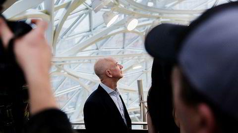 Det begynner å bli klart at Amazon-sjef Jeff Bezos vinner, men hvem vinner med ham og hvem taper mot ham?