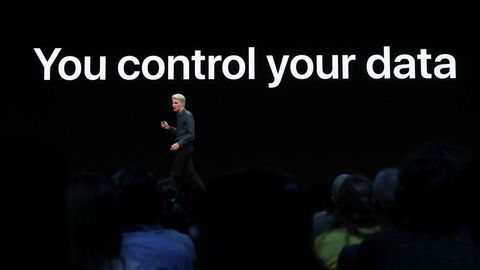 Googles sikkerhetsforskere har gitt Apple en kalddusj kort tid før neste Iphone-lansering. På bildet presenterer programvare-sjef Craig Federighi i Apple selskapets personvernstrategi under World Wide Developers Conference i juni i år.