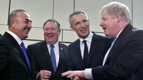 Mike Pompeo (nummer to fra venstre) fant umiddelbart tonen med Tyrkias utenriksminister Mevlut Cavusoglu(til venstre), Natos generalsekretær Jens Stoltenber og britenes utenriksminister Boris Johnson i Brussel fredag.