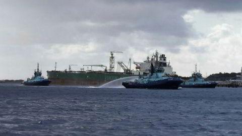 Det startet å ryke i oljetankeren Dubai Harmony fredag ettermiddag.