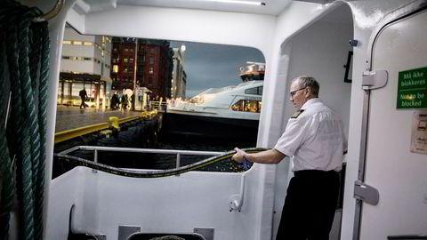 Jan Marcussen, maskinsjef på snøggbåten «Fjordbris» i Bergen, har kjempet for at seniormaskinister likestilles med kolleger under 50 år. Nå har han og forbundet vunnet frem mot rederier tilknyttet NHO Sjøfart. Foto: Eivind Senneset