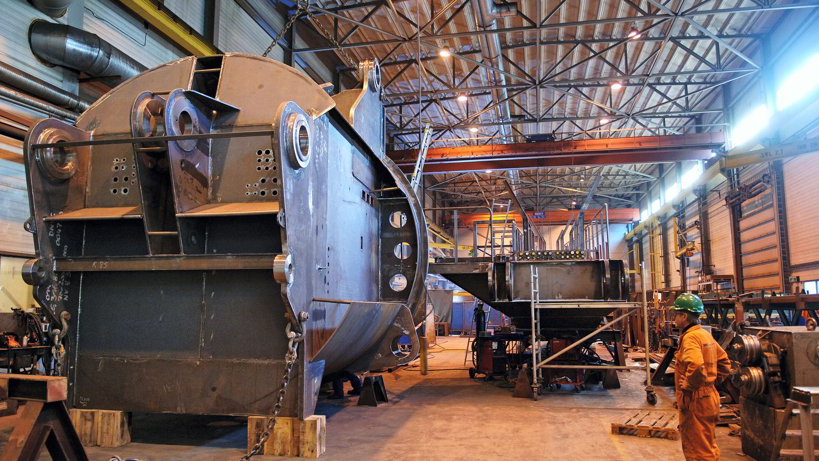 HALVERER. National Oilwells produksjonsanlegg i Søgne og på Hjelset utenfor Molde legges ned. Her fra Søgne, der det bygges og monteres kraner og offshore-borekroner. Foto: