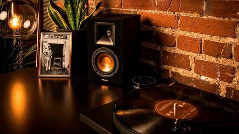 Trådløse aktive høyttalere, det vil si høyttalere med egen forsterker, kan gi veldig god lyd i stuen uten å ta mye plass.