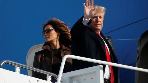 President Donald Trump førstedame Melania Trump går ombord på Air Force One torsdag ettermiddag, på vei til Buenos Aires.