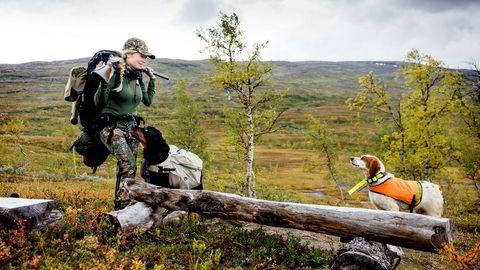 Lise Ailin Lorentzen har vært på jakt siden barndommen. Her i Vassbotnfjell har hun jaktet siden ungdomsårene.